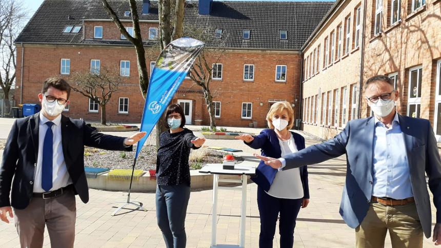 Grundschule Boltenhagen erhält als erste Einrichtung in NWM Glasfasernetz