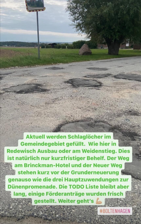 Im Gemeindegebiet erfolgt aktuell die Ausbesserung der Schlaglöcher. Der Weg am Brinckman Hotel, Neuer Weg und drei Haupt Zuwegungen zur Dünenpromenade stehen kurz vor der Grunderneuerung.